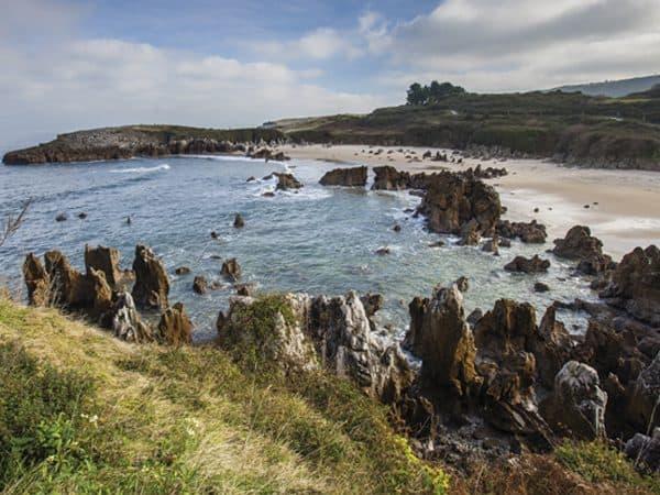 Playa del Toró llanes - todo lo que visitar en Llanes - Ilutravel.com