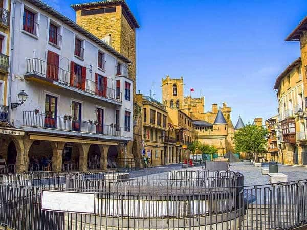 Plaza Carlos III de Olite - Visitar Olite de turismo - Ilutravel.com