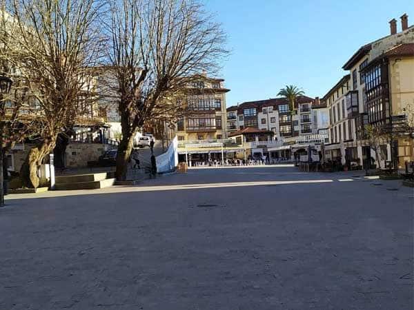 Plaza de la Constitucion Comillas - Lugares bonitos para hacer turismo en Comillas - Ilutravel.com