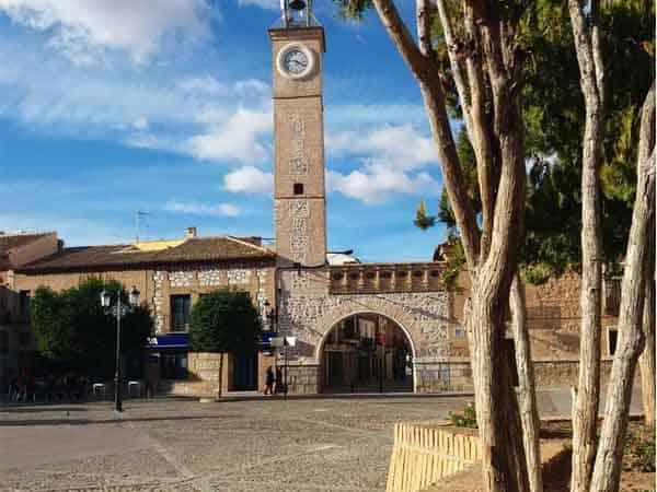 Plaza España Consuegra - Visitar Consuegra haciendo turismo - Ilutravel.com