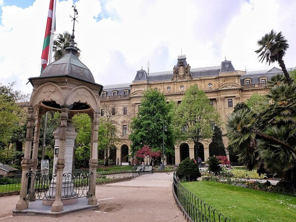 Plaza Gipuzkoa de San Sebastián - Qué ver en Donostia 2 días - Ilutravel.com