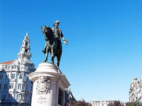 Plaza Libertad Oporto - Que ver en Oporto - sitios que visitar de viaje en Oporto - Ilutravel.com