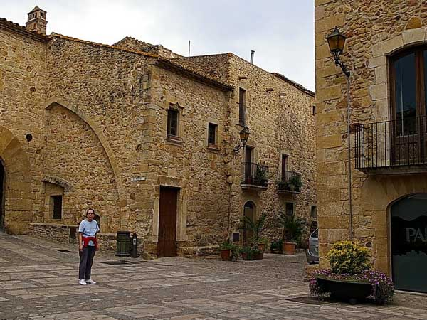 Plaza Mayor Pals - Que ver en Pals de turismo - Ilutravel.com