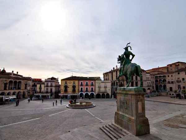 Plaza Mayor de Trujillo de Trujillo - Sitios de interés turístico en Trujillo para un día - Ilutravel.com
