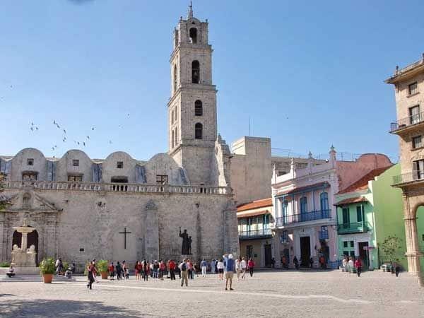 Plaza San Francisco La Habana - Visitar la Habana lugares de interés - Ilutravel.com