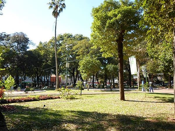 Plaza Uruguaya Asuncion - Visitar Asunción de turismo - Ilutravel.com