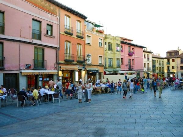 Plaza de San Martín de León - Que ver en León turismo - Ilutravel.com