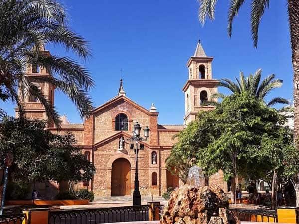 Plaza de la Constitución Torrevieja - Sitios de interés que ver en Torrevieja para un día - Ilutravel.com