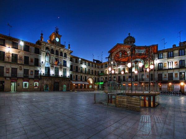 Plaza de los Fueros de Tudela - Que ver en Tudela - Ilutravel.com