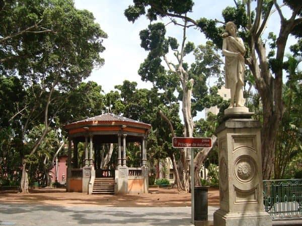 Plaza del Príncipe de Asturias de Tenerife en un día