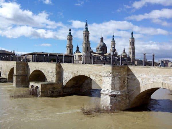 Puente de Piedra de Zaragoza lugar que ver
