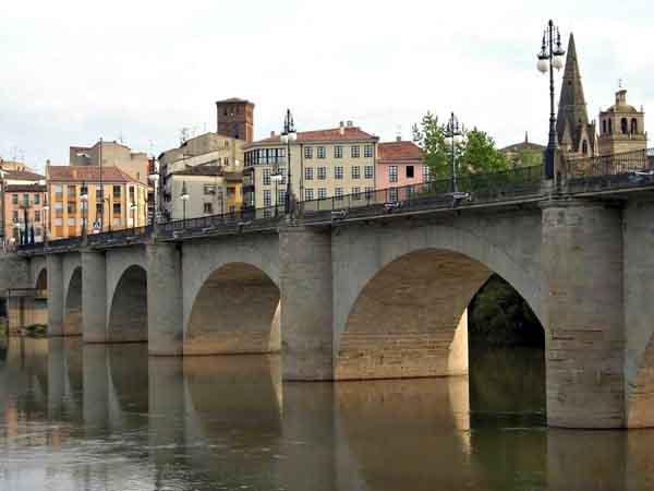 Puente de Piedra de Logroño - Visitar Logroño en un día - Ilutravel.com