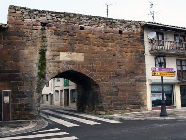 Puerta Reinosa de Aguilar de Campoo - Visitar Aguilar de Campoo - Ilutravel.com
