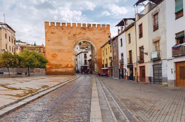Puerta de Elvira de Granada - Ver Granada 2 días - Ilutravel.com