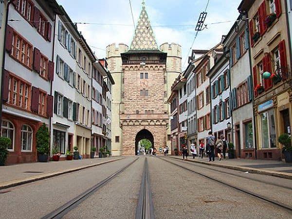 Spalentor Basilea - Puerta de Spalen de Basilea sitio que visitar en un día - Ilutravel.com
