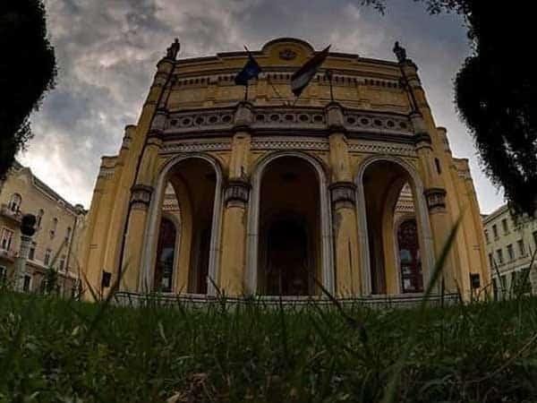 Teatro Csokonai de Debrecen - Sitios para ver en Debrecen - Ilutravel.com