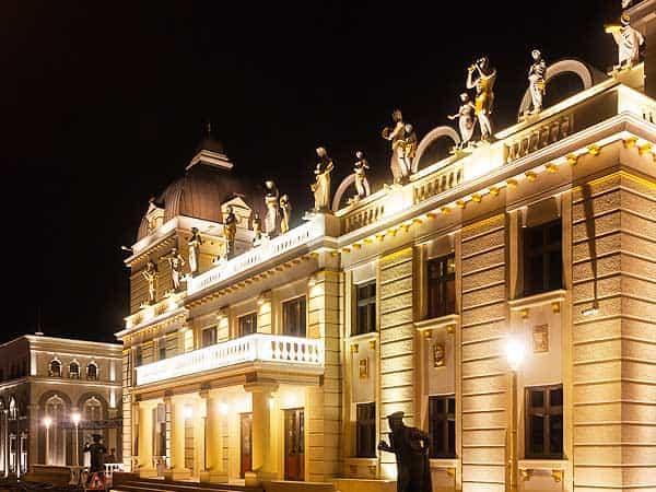 Teatro Nacional Skopje - Lugares que ver en Skopje - Ilutravel.com