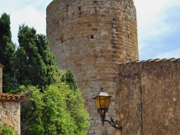 Torre de las Horas - Lugares de interés que ver en Pals - Ilutravel.com