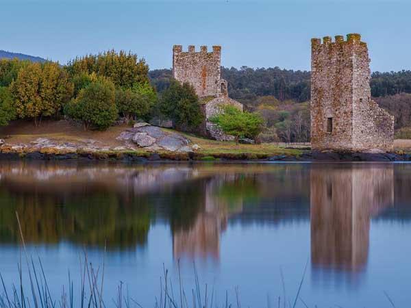 Torres del Oeste Catoira - Visitar de turismo Catoira - Ilutravel.com
