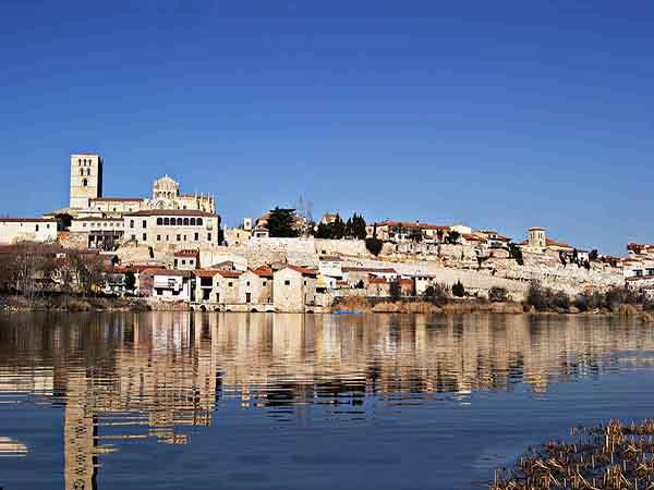 Foto de Zamora desde el río - Zamora, lugares para visitar haciendo turismo - Ilutravel.com