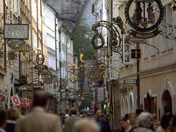 Getreidegasse salzburgo - Visitar Salzburgo en un día - Ilutravel.com